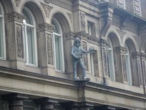 ジョージ・ハリソンの銅像