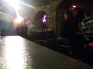 THE CAVERN CLUB 店内にて